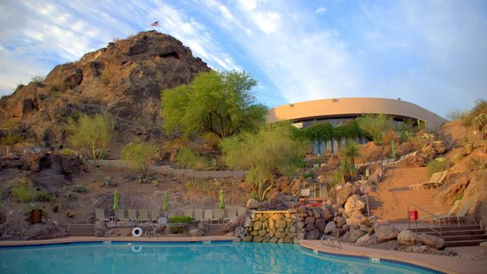 Phoenix Marriott Tempe at The Buttes : pool and hotel