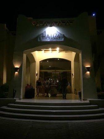 Hauza Beach Resort: Hotel Entrance
