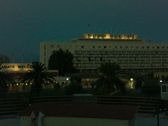 Messonghi Beach Resort: vue sur le batiment pricipal den l'hôtel