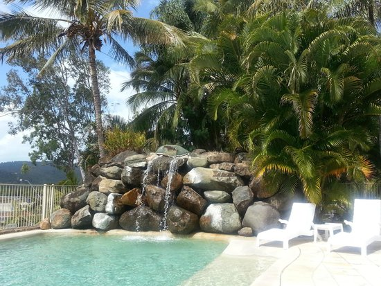 at Boathaven Spa Resort: rocks around pool