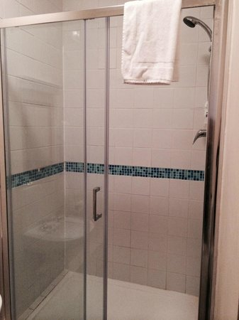 The Shurland Hotel: Shower