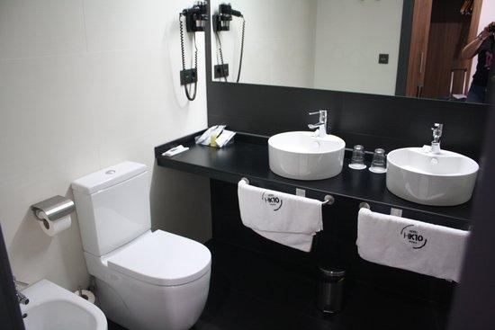 Hotel K10 : baño
