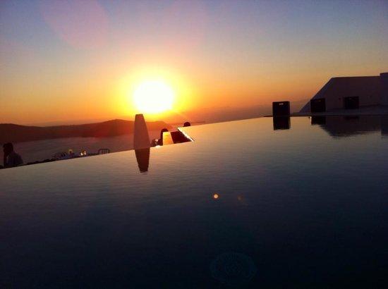 Grace Santorini Hotel: Piscina al tramonto