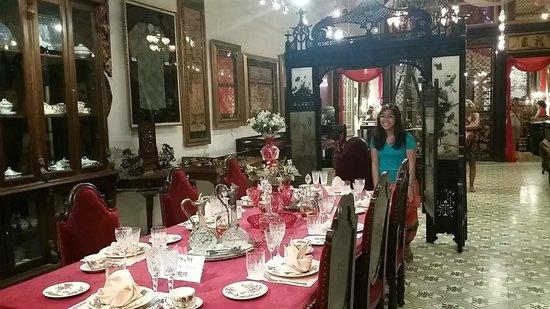 Museo Pinang Peranakan: the tok panjang or peranakan wedding table