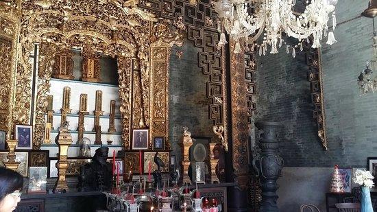 Museo Pinang Peranakan: The Chung family shrine