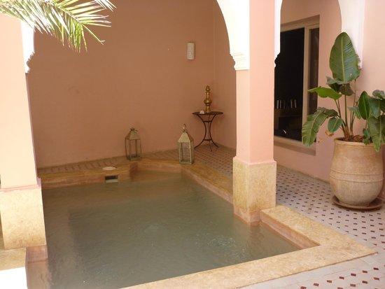 Riad Tahani: Piepklein zwembadje