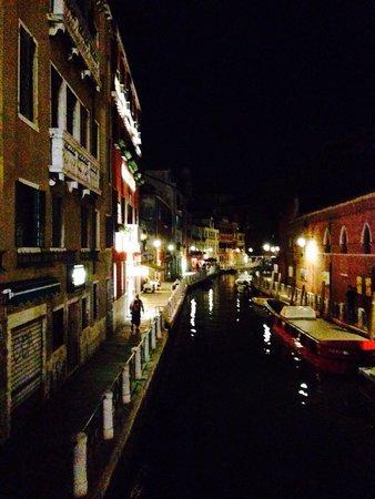 Best Western Premier Hotel Sant'Elena: Маленькие улочки Венеции!!