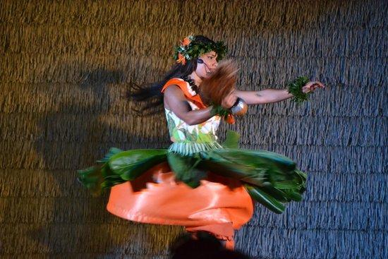 Island Breeze Luau: Hawai'ian Dancer