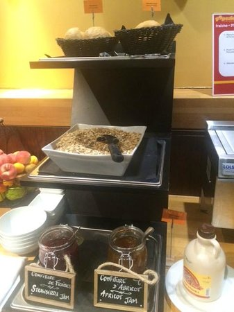 Holiday Inn Paris Marne La Vallee : Jams, muesli and gluten free bread
