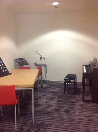 Library of Birmingham: On of the practice rooms for hire
