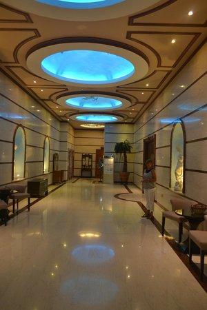 Atlantica Bay Hotel: Entrance to the dining area and Ballroom