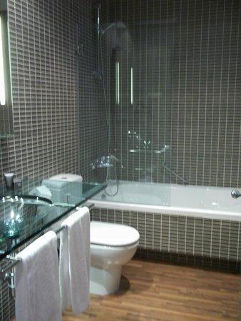 AC Hotel Milano: Baño perfecto