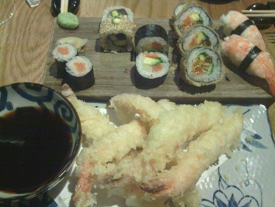 Wabi Sabi Decoracion ~ Wabi Sabi Taberna Japonesa Tempura de langostinos y variado de sushi