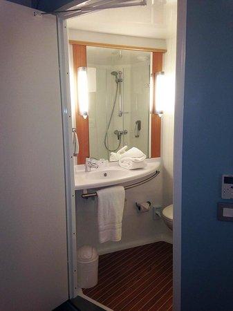 Ibis Edinburgh Centre South Bridge: Bathroom