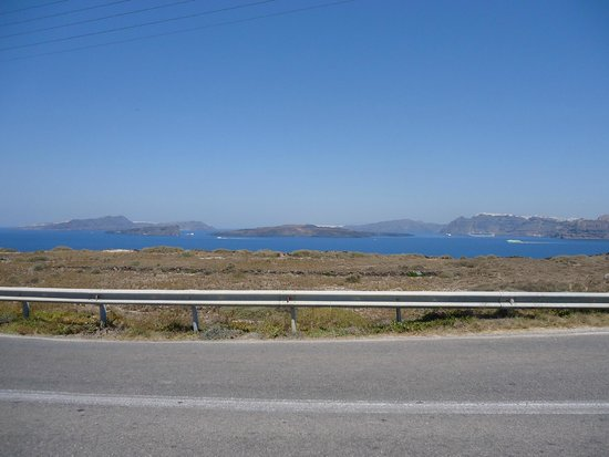 Hotel Eleftheria: View of the Caldera from the road to Akrotiri