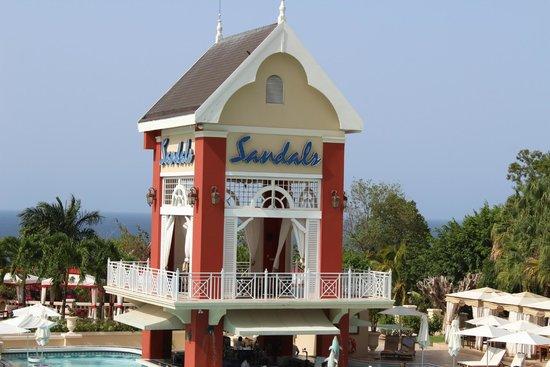 Sandals Ochi Beach Resort: Sandals Swim Up Bar Tower