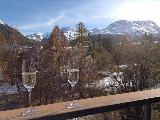 Alpenhotel Quadratscha: Willkommensdrink auf dem Balkon