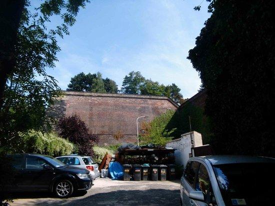 U Semika : Burganlage hinter dem Hotel