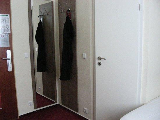Novum Hotel Holstenwall Hamburg Neustadt: interno stanza