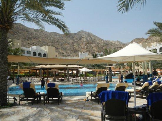 Shangri-La Barr Al Jissah Resort & Spa - Al Waha Hotel: view to adjoining hotel