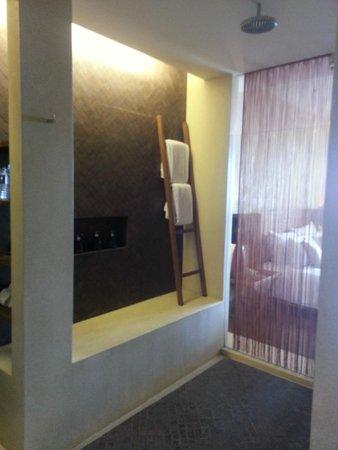 Hansar Samui Resort: Enormous Shower