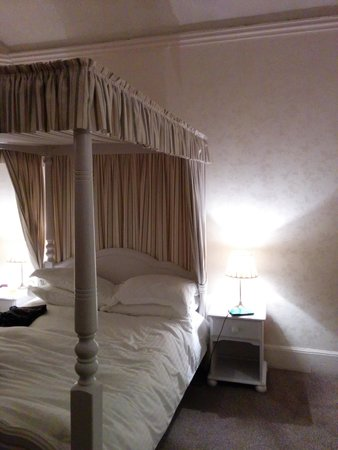The Neeld Arms Inn: the bed