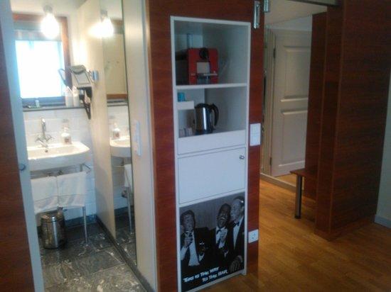 Hotel Auersperg: Nespresso machine / mini bar