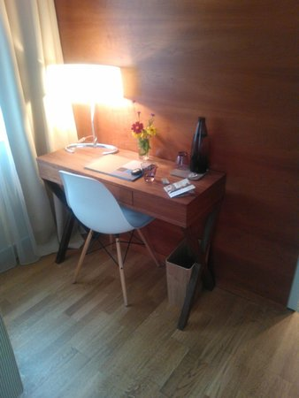 Hotel&Villa Auersperg: Writting / working desk