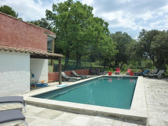 Le Mazet de la Gardy : la piscine