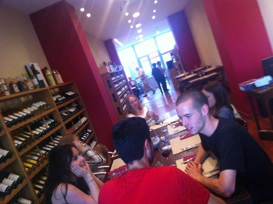 La bouteille sur la table bruxelles restaurant avis num ro de t l phone photos tripadvisor - La bouteille sur la table ...