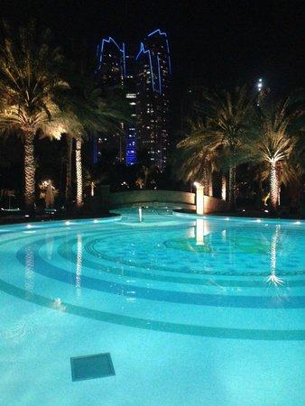 Emirates Palace : Бассейн (восточное крыло)