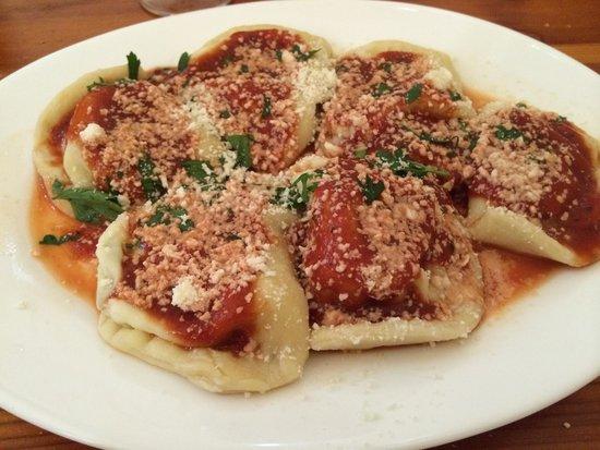 Ta' Rikardu: Ravioli con sugo di pomodoro e aglio