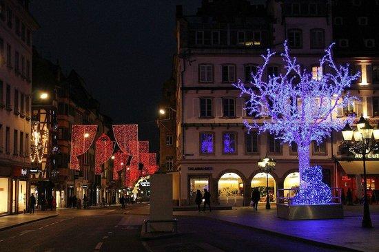 Place Gutenberg: L'arbre bleu décoration Noel