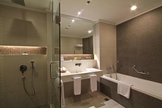 The Bellevue Resort Bohol: Bathroom