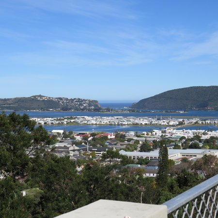 Hillview Self-Catering Apartments: View of Knysna from terrace of the room