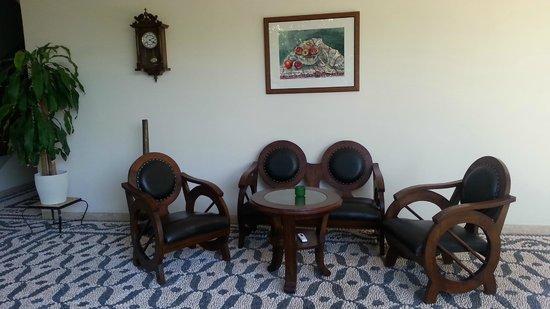 Minyon Hotel: İnside hotel seating area for tea coffee etc