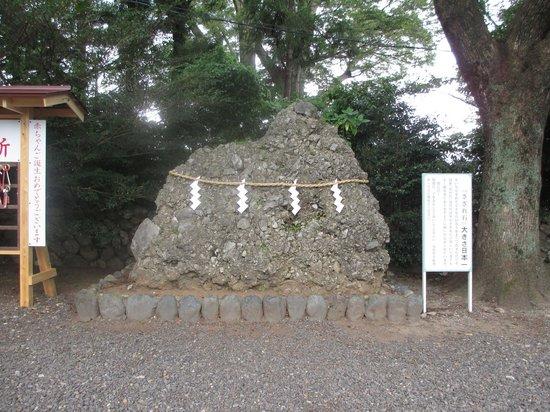 Toga Shrine: さざれ石