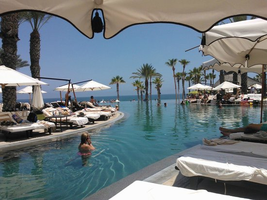 Hilton Los Cabos Beach & Golf Resort : Pool view