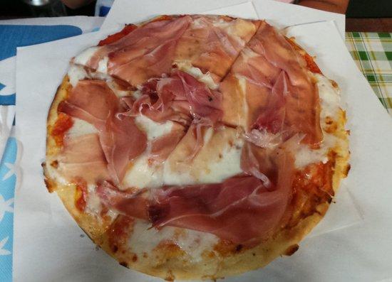 Pizzeria Gran Varignano: Pizza al prosciutto crudo