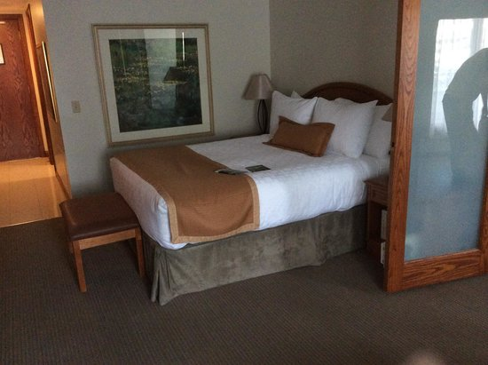 Best Western Jasper Inn & Suites: Comfy bed