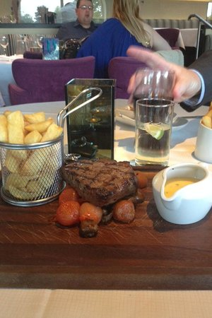 Cutters Wharf: Fillet Steak with Béarnaise sauce