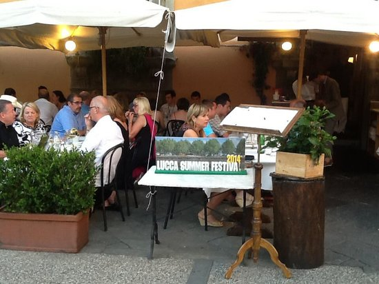 B&B La Rondine: Ristorante il Giglio Lucca consigliato dalla Rondine casa vacanze Lucca.