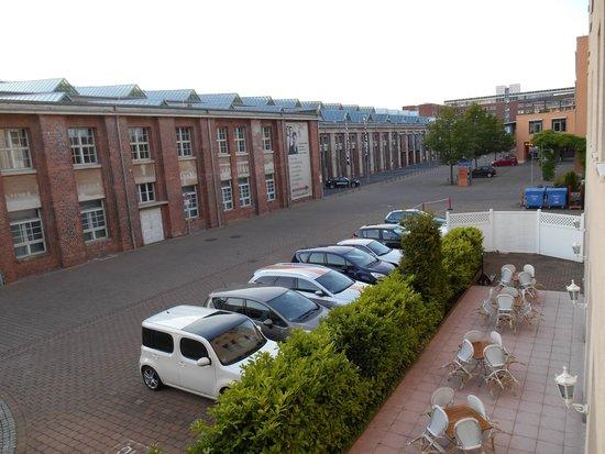 IntercityHotel Goettingen: 部屋から見た駅方面