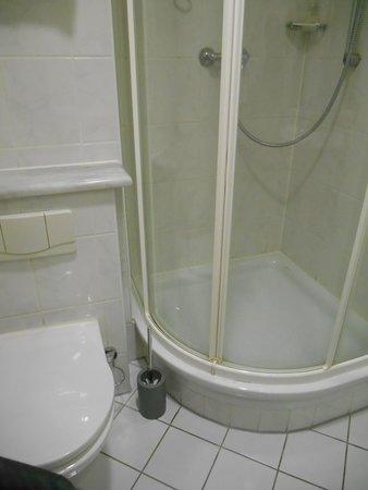IntercityHotel Goettingen: バスルーム