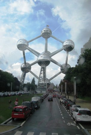 Atomium : View from the hop on hop off bus