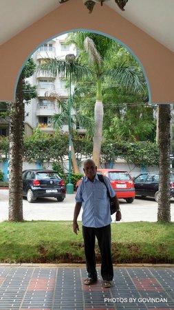 Ramanashree California Resort Bangalore: in front of entrance to resort
