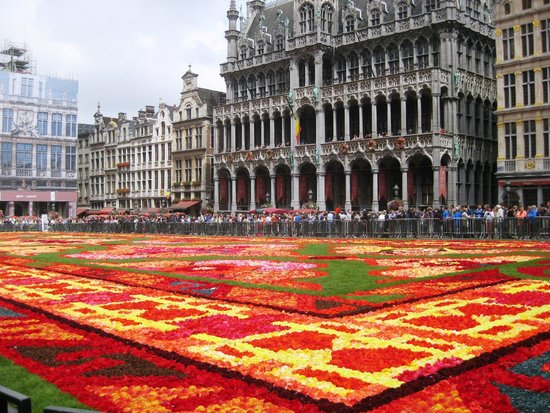 Grand Place: flower carpet 2014 including town hall