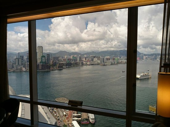Renaissance Hong Kong Harbour View Hotel: View from Harbour view room