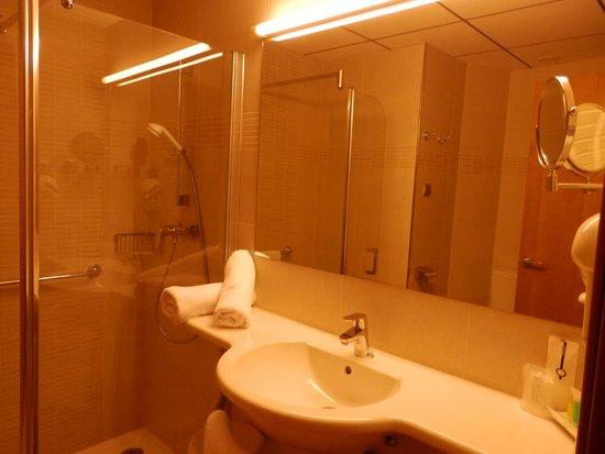 Riviera Beachotel: baño