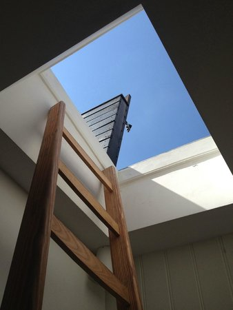 Boutique B&B Kamer01: Blue sky at the top of the stairs